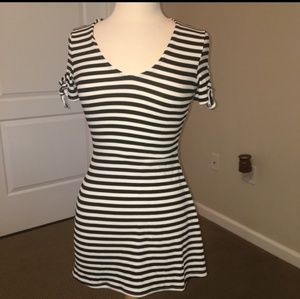 ⚡4 for $20⚡Striped Tie Sleeve Dress - Size XS